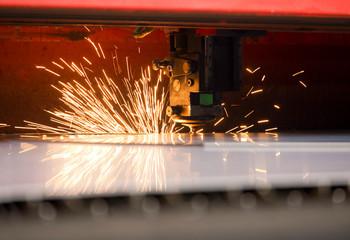 Cięcie blachy laserem w zakładzie