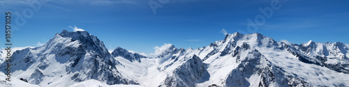 Fototapeta Panoramic view of snow-capped mountain peaks obraz