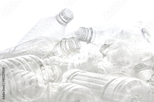 Fotografie, Obraz  白い背景に積み重なったペットボトル