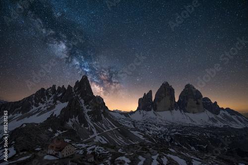 Photo Via lattea sopra le Tre cime di Lavaredo