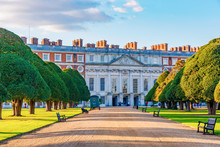 Architecture Of Hampton Court ...