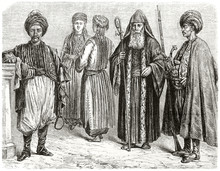 Old Illustration Of Ethnic People Posing In Oriental Traditional Clothes Residents In Taurus  (in Our Day Turkey): Turkmen Armenian Christian. By Grandsire And Hotelin On Le Tour Du Monde Paris 1862