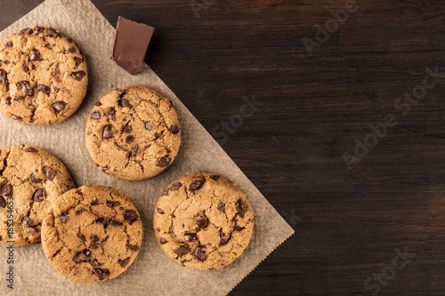 Staande foto Koekjes Chocolate chips cookies on baking paper with copyspace