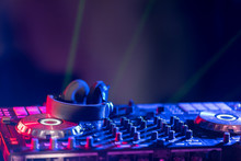 The DJ Console Cd Mp4 Deejay M...