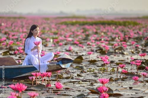 Photo  Beautiful  woman with Vietnam culture traditional dress,vintage style,Vietnam