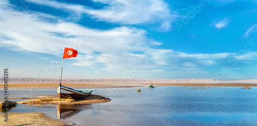 Staande foto Tunesië Boat on Chott el Djerid, a dry lake in Tunisia