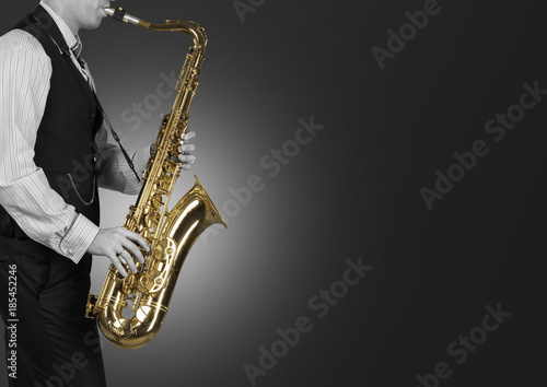 Fototapety One Color   professional-saxophonist-close-up