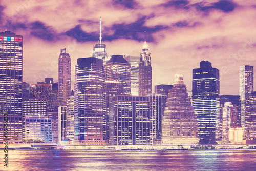 new-york-city-skyline-w-nocy-kolor-stonowanych-obraz-usa