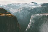 Skalistych gór brama Krajobraz w Norwegii Podróż scenerii skandynawskiej dzikiej przyrody sceniczny widok - 185468050