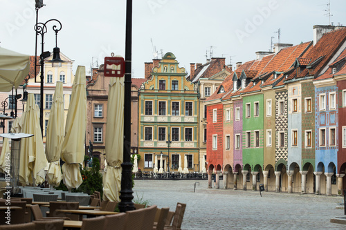 Plakat widok na pusty główny plac Starego Rynku w Poznaniu