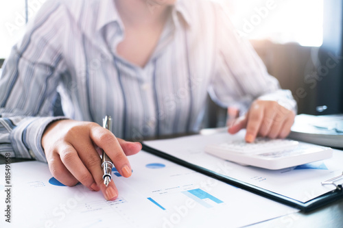 Foto  Auditor or internal revenue service staff, Business women checking annual financial statements of company