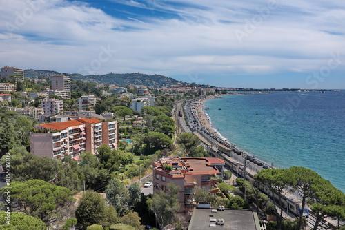 La pose en embrasure Kaki Cannes La Bocca vue de la mer