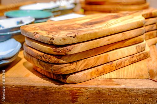Fotografie, Obraz  Planches de cuisine en bois d'olivier. Marché provençal, France.