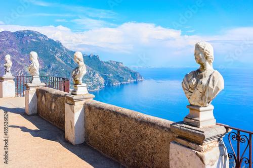 Fotografie, Obraz Sculptures at terrace of Ravello village