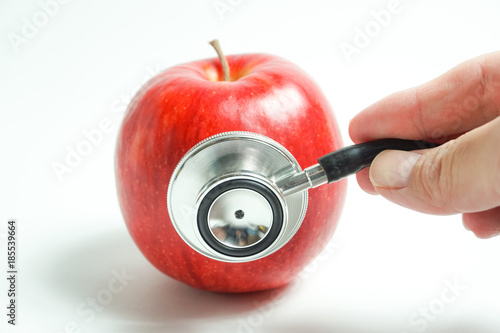 Fotografía 赤リンゴで健康診断 健康、不健康、栄養、栄養不足、りんごの甘味診断などを赤リンゴで表現