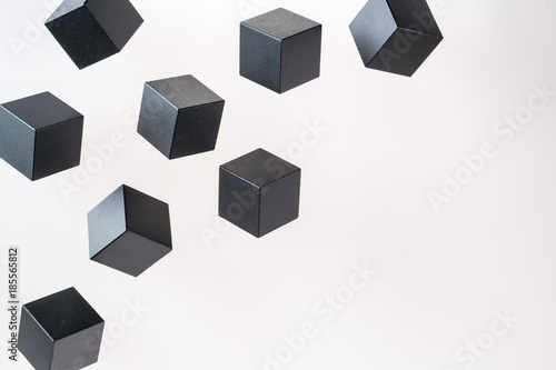 Photo Black wooden cube shapes are floating