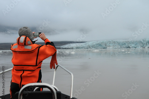 Deurstickers Poolcirkel Осмотр арктического ледника на Шпицбергене