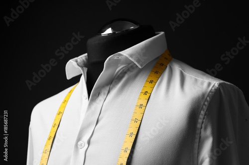 Fotografía  Elegant custom made shirt on mannequin against black background, closeup