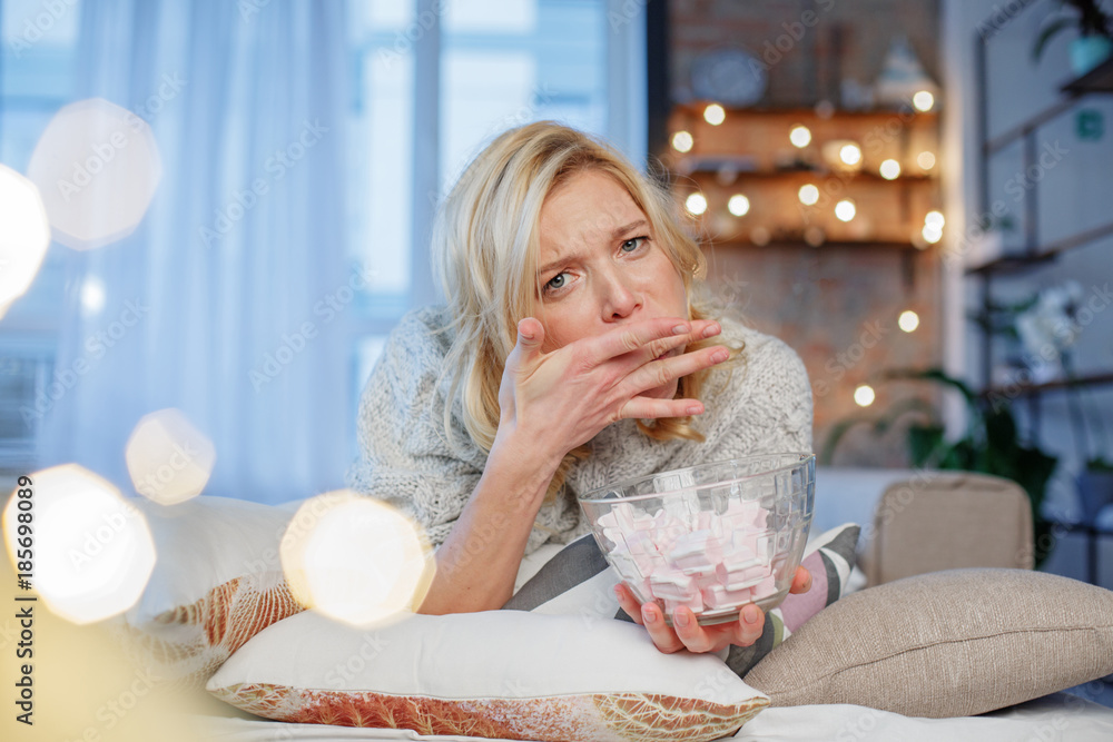 Valokuva Portrait of young lady trying to eat lot of marshmallows