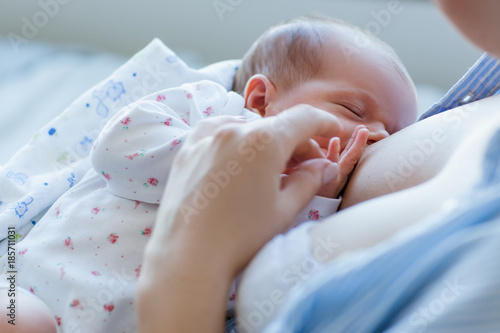 Obraz benefits of breastfeeding for newborns. happy motherhood. family values. - fototapety do salonu