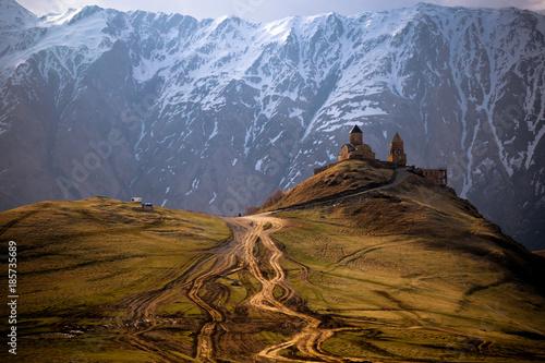 Foto auf Gartenposter Gebirge Gergeti Trinity Church, Caucasus