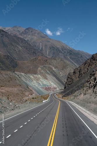 Papiers peints Amérique du Sud Winding Road Andes Argentina