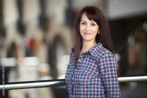 Poster  happy woman standing in a shopping mall