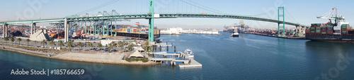 Fényképezés  Panorama of freeway suspension bridge