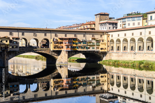 Tuinposter Florence Vasari corridor over the Arno River, florence