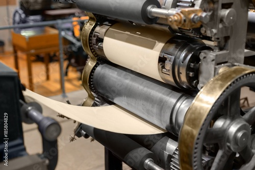 Fotografía  Old Press printing machine closeup