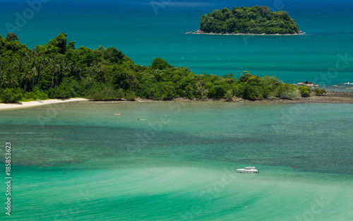 Tuinposter Tropical strand Beatiful color of the Sea , Thailand Sea from Chang island View point