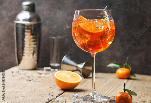 Deurstickers Cocktail Aperol spritz cocktail
