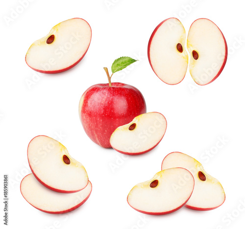 Fotomural Slices of fresh red apple isolated on white background as package design element