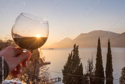 Valokuva  brindisi  sul lago di Garda
