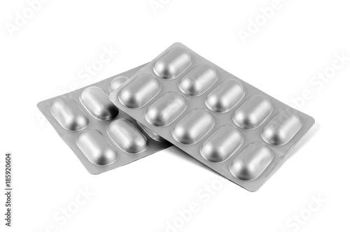 Photo Medicine pills in aluminum foil strip isolated on white background