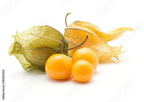 Photo Physalis stack isolated on white background three orange berries and two in husk