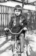 Vintage Photo Of Little Girl O...