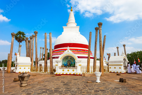 Photo  Thuparamaya Dagoba in Anuradhapura