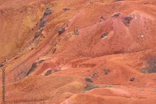 Photo Bauxite mine raw bauxite on surface