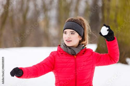 Fotografie, Obraz Sporty woman throwing snowball