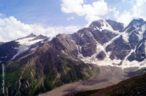 Papiers peints Cappuccino Mountain landscape on a sunny day