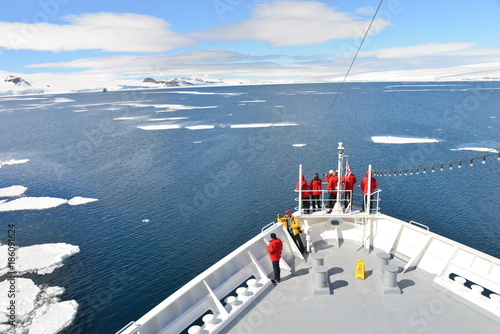 Foto op Canvas Antarctica Antarctica cruise ship