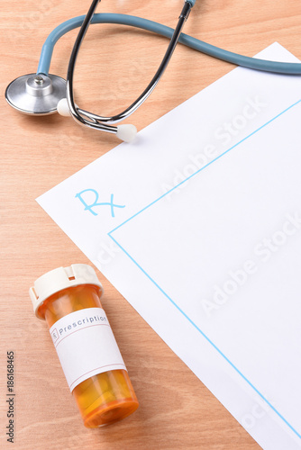 Fotografia  Top view of a blank prescription form.