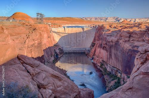 Photo  Glen Canyon Dam on Lake Powell in Page, Arizona