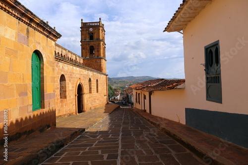 Fotografía  Small street in the colonial village of Barichara, near San Gil