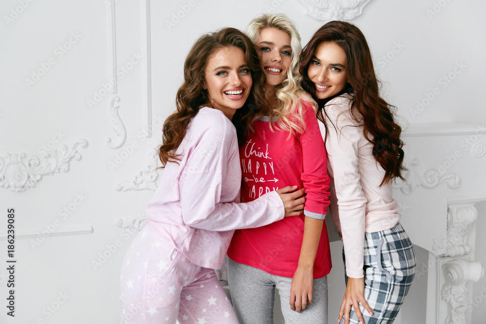 Fototapety, obrazy: Girls In Pajamas. Beautiful Friends In Home Clothes.