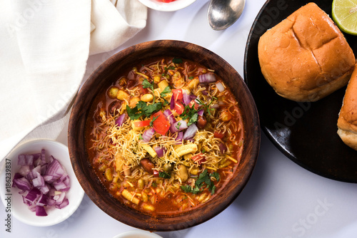 Poster Klaar gerecht Misal Pav or misalpav, Misal Pav with Farsan. Traditional Indian spicy dish made with moth beans (match) and served with farina and bread