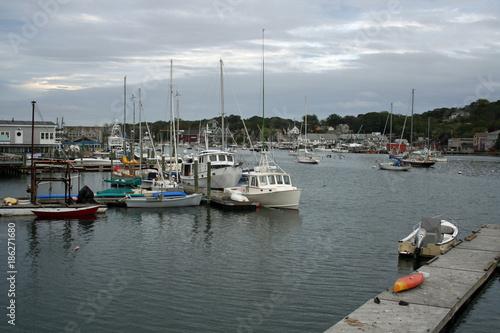 Photo  A quaint eastcoast harbor with many boats under a gray sky