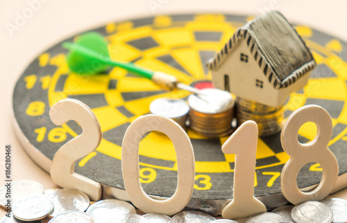 Fotografia  New year concepts,2018 Number on coins with house model and coins place on darth