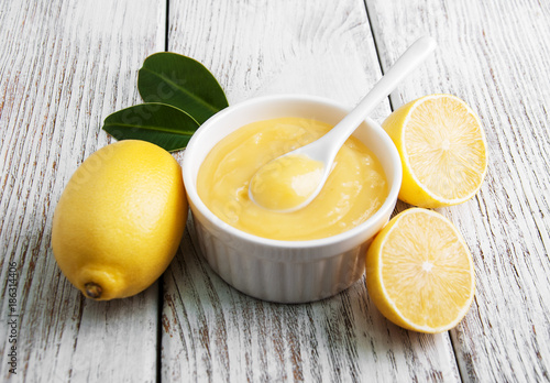 Photographie Lemon curd and fresh lemons